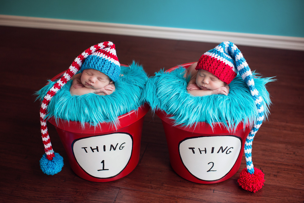 newborn, twin, photography, photograph, photographer, houston, twins, sisters, sister, baby, girl, girls, fraternal, kelli nicole photography, houston, texas, family, siblings, cute, best, cutest, favorite, dr suess, thing one, thing two, thing 1, thing 2, striped hats, red pots