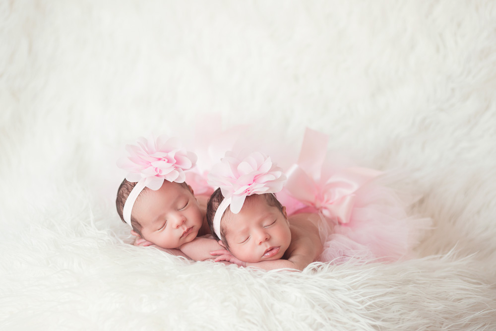 newborn, twin, photography, photograph, photographer, houston, twins, sisters, sister, baby, girl, girls, fraternal, kelli nicole photography, houston, texas, family, siblings, cute, best, cutest, favorite, tutus