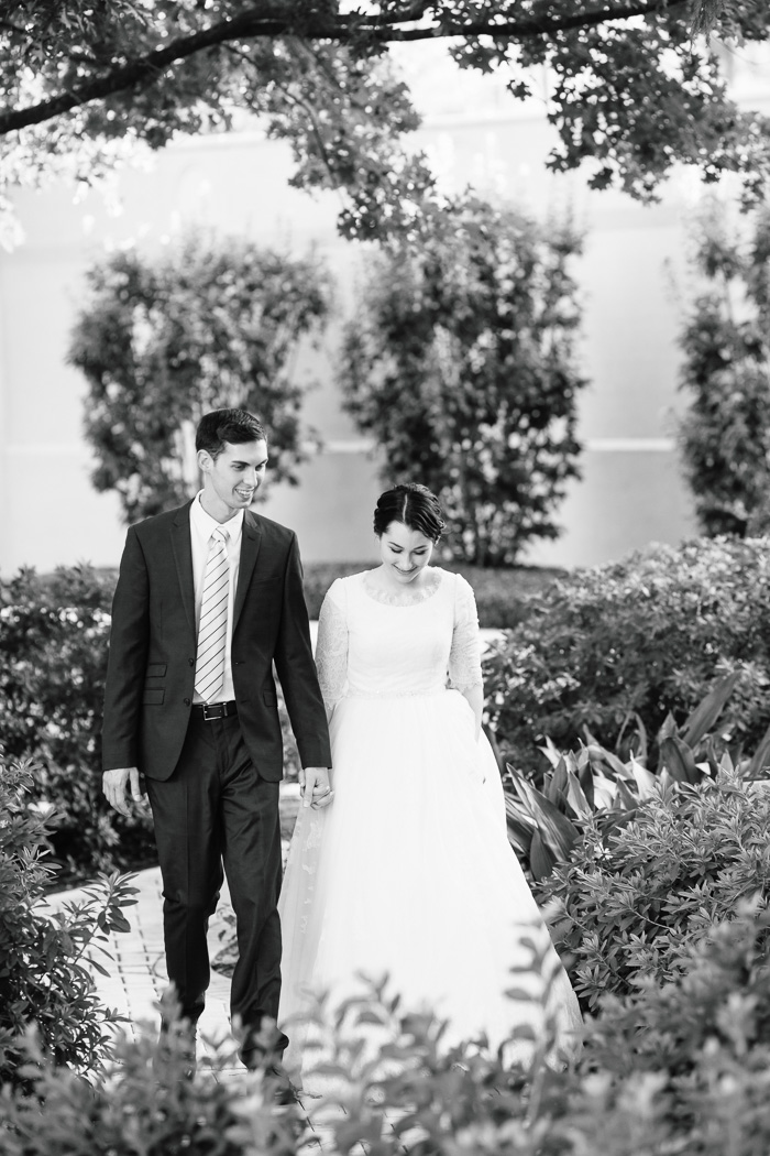houston, wedding, photography, photographer, kelli nicole photography, temple, lds, bride, groom, black and white