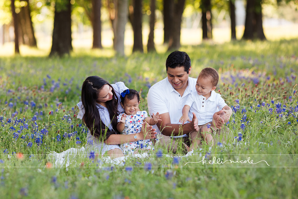 family photo shoot, houston family photography, houston family photographer, kelli nicole photography, family, familia, family of four, beautiful family, houston kid photographer, houston child photographer, houston galleria family photographer, houston family photographer, family photography, houston mini sessions, morning, nature, houston nature, bluebonnets, houston bluebonnets, houston bluebonnet mini session, the heights houston,
