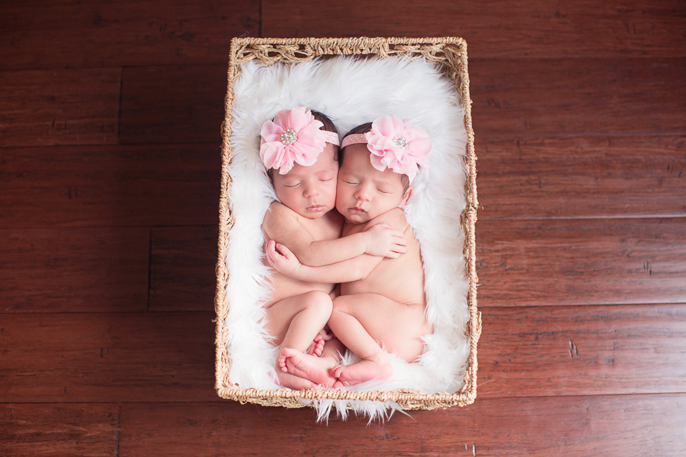 newborn, twin, photography, photograph, photographer, houston, twins, sisters, sister, baby, girl, girls, fraternal, kelli nicole photography, houston, texas, family, siblings, cute, best, cutest, favorite, hug, hugs, hugging,