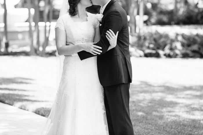 houston, wedding, photography, photographer, kelli nicole photography, temple, lds, bride, groom, michelle and kalin nelson, black and white