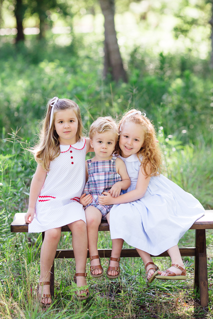 houston family photographer, houston family photography, memorial park houston, family, sisters, color, blue dresses, kelli nicole photography, red head, family of five, bench, three siblings